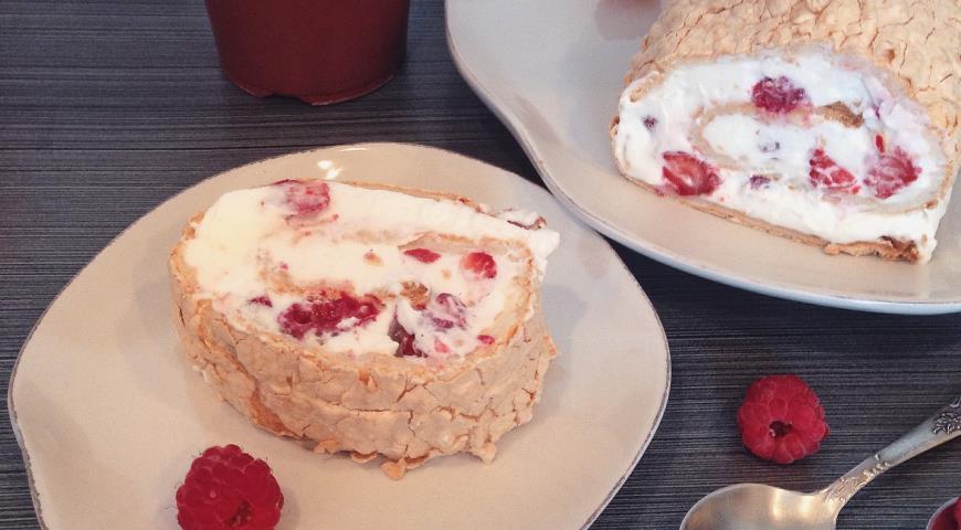 Рецепт Меренговый рулет со свежими ягодами