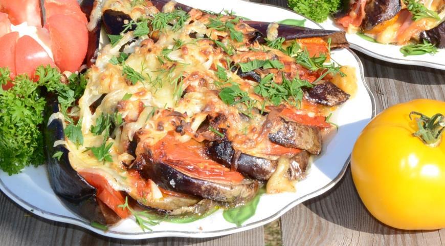 Рецепт Баклажаны запеченные с сыром и помидорами