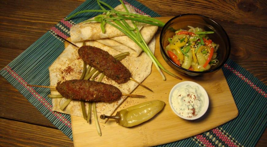Рецепт Кабоб из говядины с соусом цахтон и пряными огурцами по-корейски