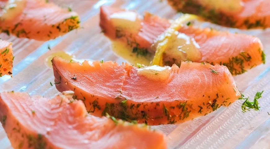 Рецепт Копченая форель в укропе с горчично-лимонным соусом