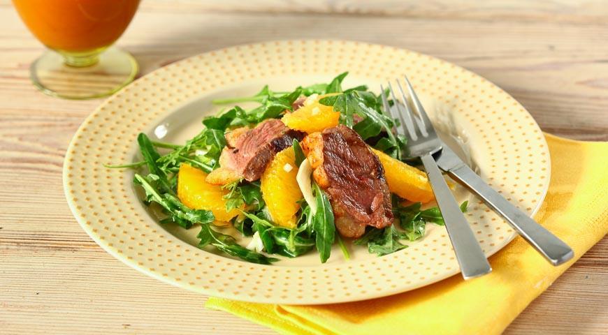 Теплый салат из утки