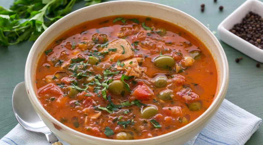 Рецепт Томатный суп с горбушей и оливками