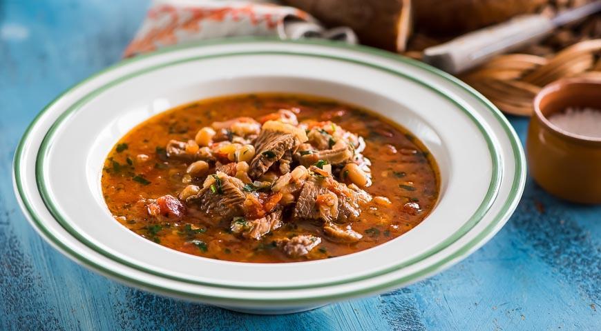 Рецепт Быстрый суп из фасоли с помидорами и мясом