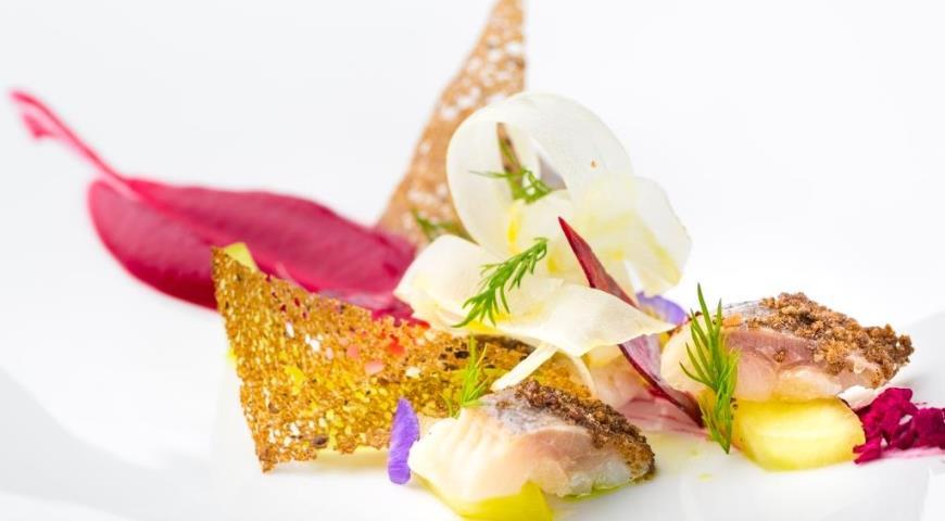 Рецепт Атлантическая сельдь с тар-таром из яблок и кремом из хрена