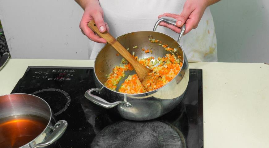 Грибной суп с овощами. Шаг 4