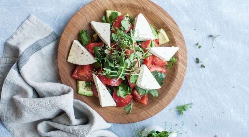 Рецепт Салат из помидоров с адыгейским сыром