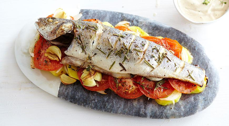 Рецепт Запеченный сибас с овощами и пряными травами