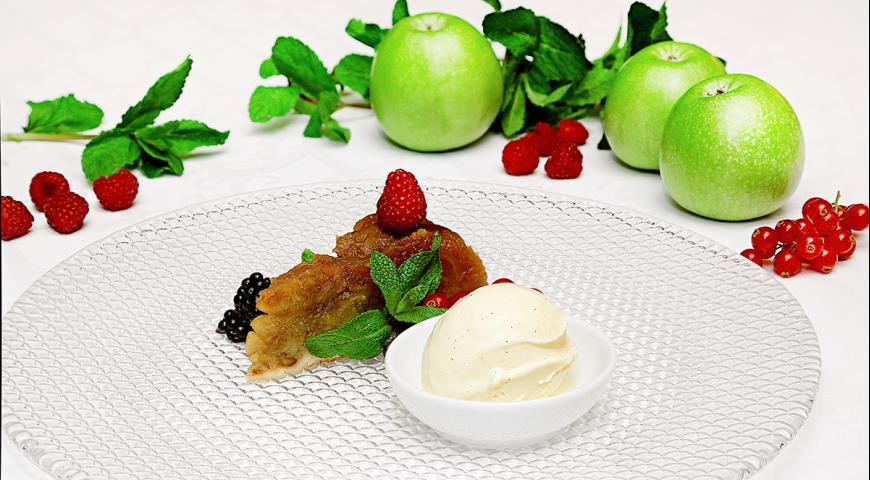 Рецепт Тарт Татен с ягодами и сливочным муссом