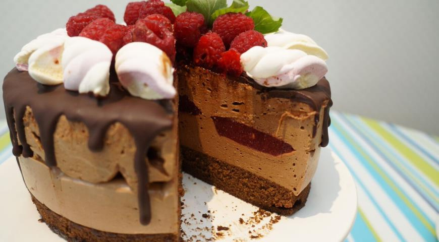 Рецепт Шоколадный торт-суфле с малиновым конфи