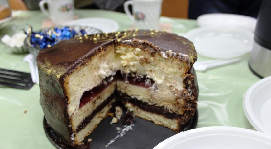 Шоколадно-вишневый торт с фото