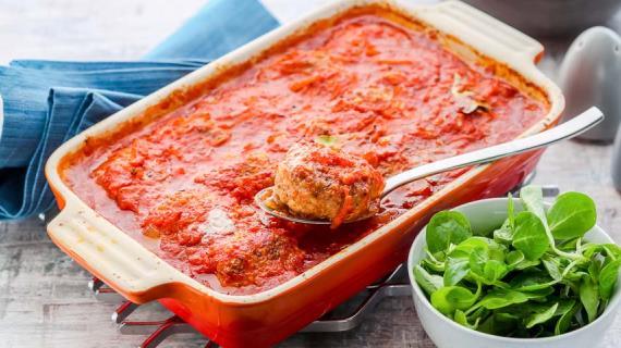 Биточки мясные в томатном соусе