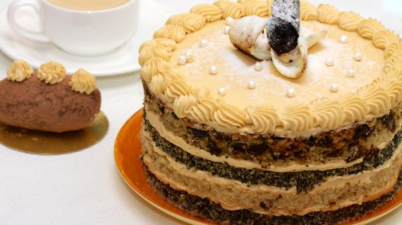 Торт с маком и черносливом