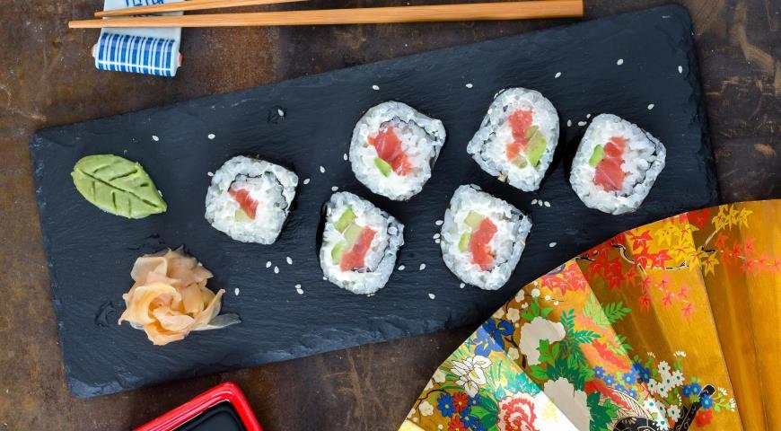 Рецепт Футомаки с лососем, авокадо и огурцом