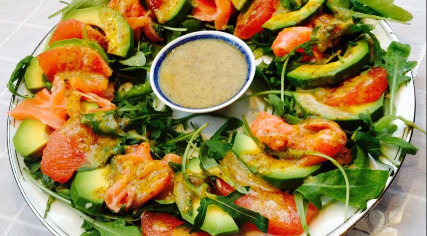 Рецепт Салат с семгой, грейпфрутом и авокадо