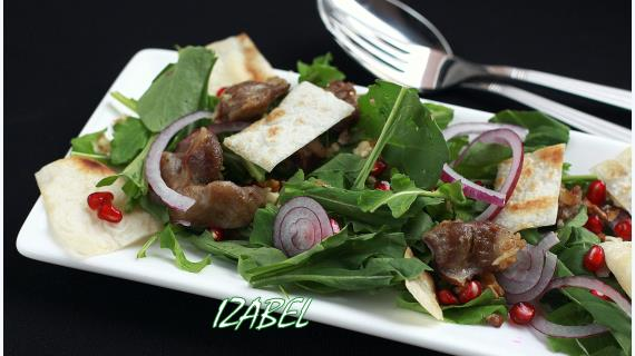 Теплый салат с лавашом и гранатом