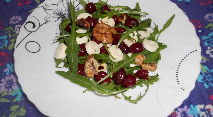 Салат вишня с