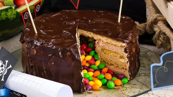 Торт-пиньята с сюрпризом