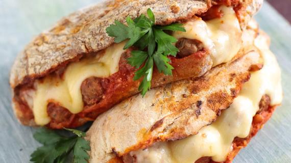 Большой сэндвич сфрикадельками