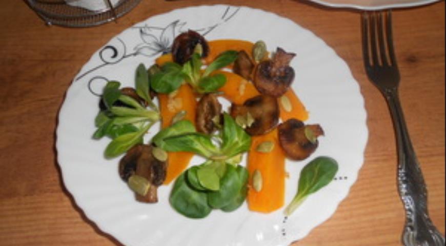 Рецепт Пикантный салат с грибами и тыквой