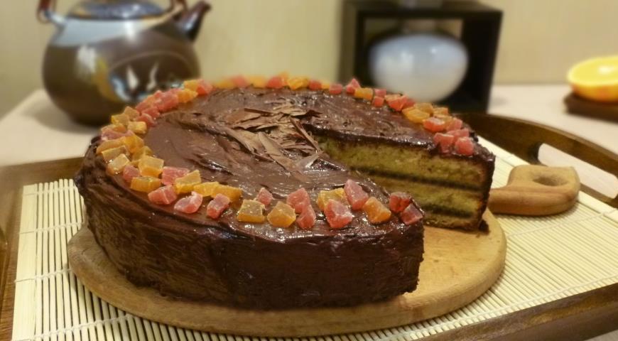 Торт с марципаном и горькими апельсинами поливаем шоколадным соусом