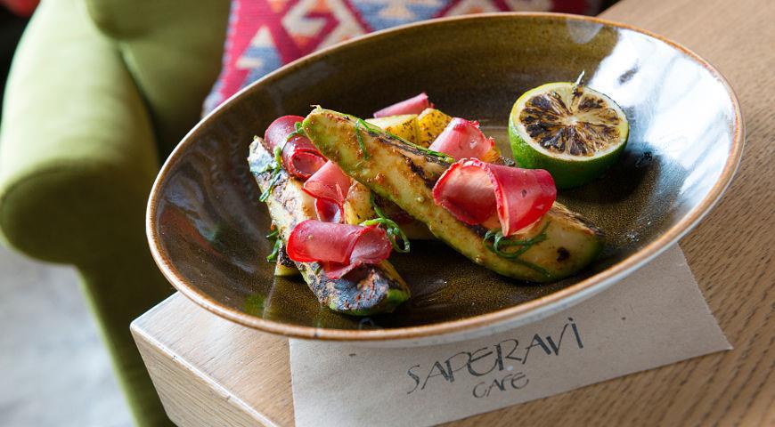Рецепт Салат из авокадо с бастурмой