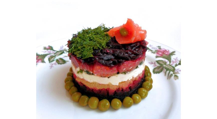 Рецепт Слоеный салат с лососем и творожным сыром
