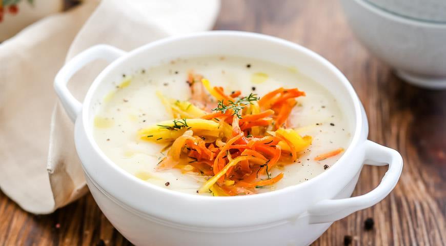 Рецепт Суп картофельный с мелко шинкованными овощами на мясном бульоне со сметаной