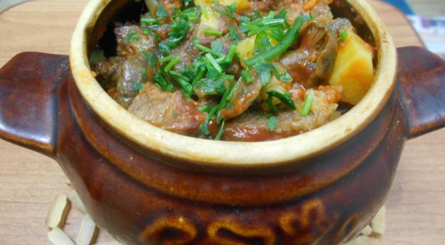 Жаркое с мясом и грибами в духовке