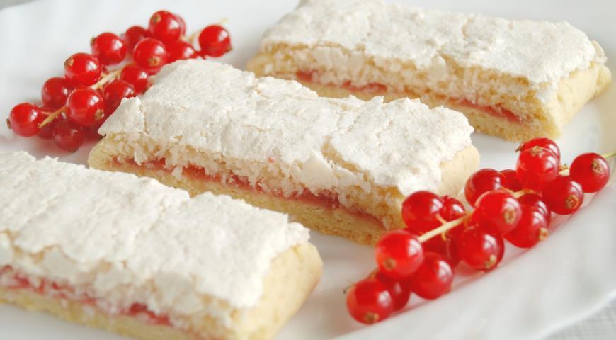 Рецепт Кокосовые слайсы с красной смородиной «Зимняя сказка»