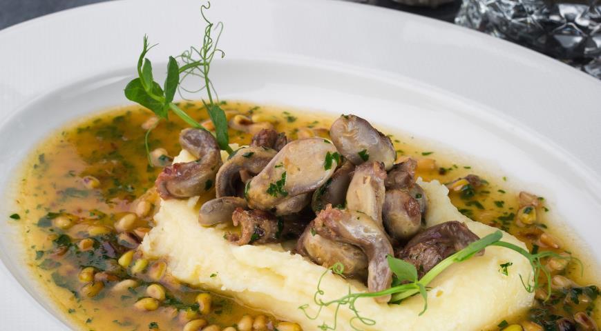 Язычки кролика с картофельным пюре