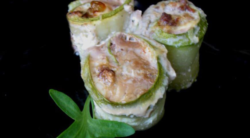 Рецепт Рулеты из кабачков с мясной начинкой в яичной заливке