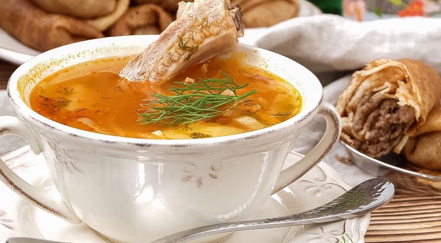 Рецепт Щи на свиных ребрышках с кислой капустой и блинчики с мясом на закуску