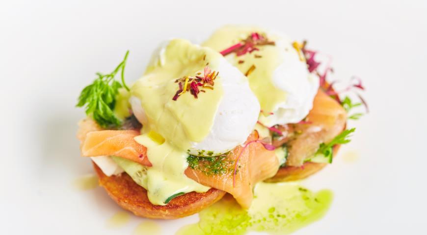 Рецепт Яйцо пашот с красной рыбой и соусом бер-блан