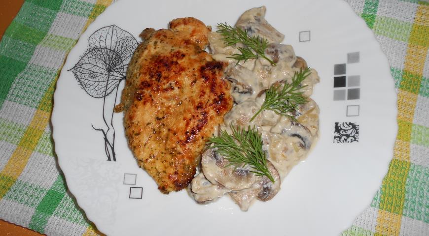 Рецепт Куриная грудка с шампиньонами в сливочном соусе