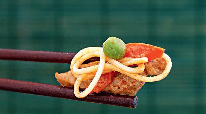 Рецепт Лапша со свининой и пастой карри
