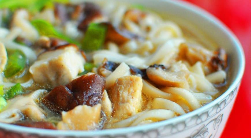Рецепт Лапша с курицей и грибами в азиатском стиле
