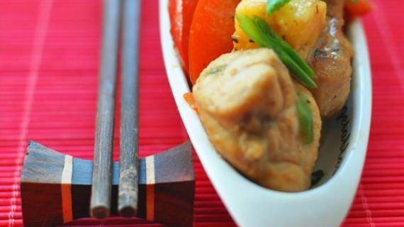 Цыпленок с ананасами и овощами по-китайски