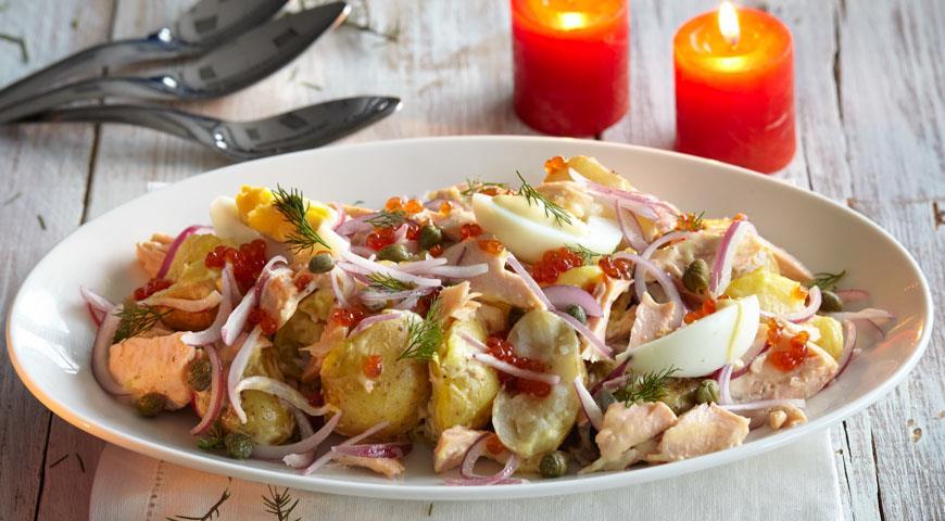 Рецепт Салат с копченой горбушей