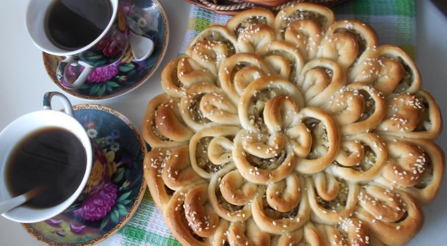 Рецепт Пирог-хризантема с картофелем и грибами