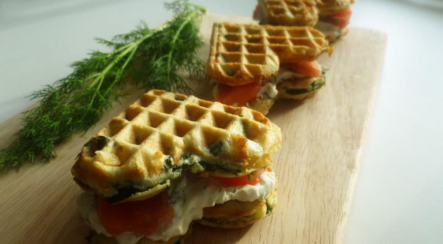 Рецепт Вафли со шпинатом, сыром и семгой