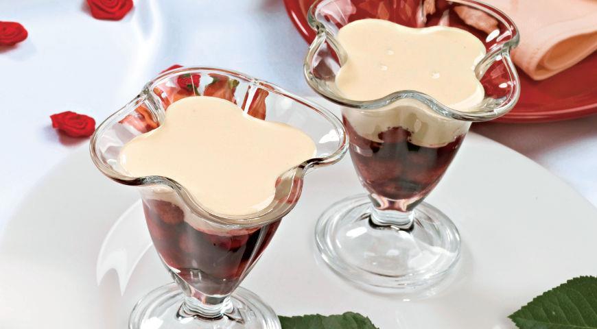 Рецепт Десерт из теплых ягод под соусом сабайон