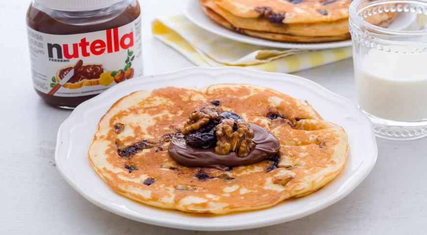 Рецепт Толстые блины с припеком из чернослива с пастой Nutella®