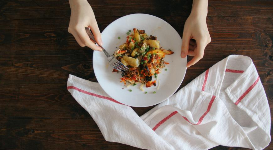 Картопля по-селянськи з овочами і куркою