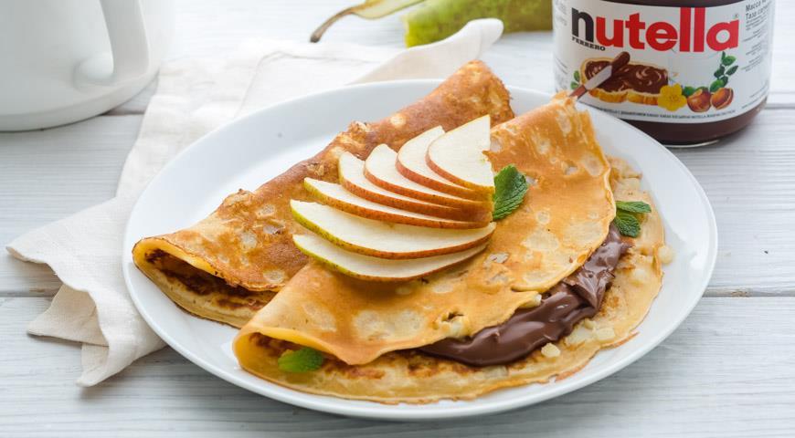 Рецепт Тонкие блинчики с грушевым припеком и пастой Nutella®