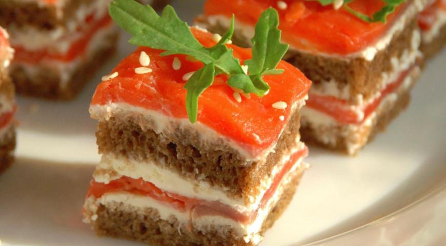 Рецепт Канапе с подкопченной неркой и творожным сыром