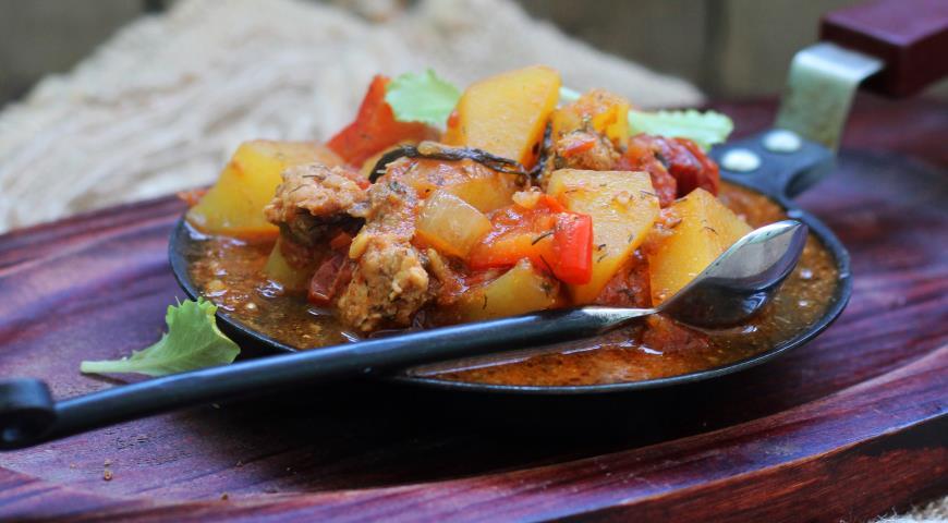 Рецепт Картофельное рагу с фаршем и томатной пассатой