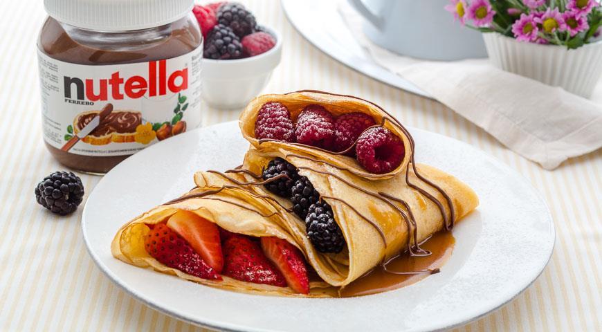 Рецепт Французские блинчики (крепы) с ягодами и пастой Nutella®