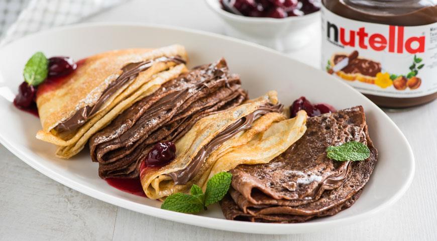 Рецепт Шоколадные блинчики с вишневым соусом и пастой Nutella®