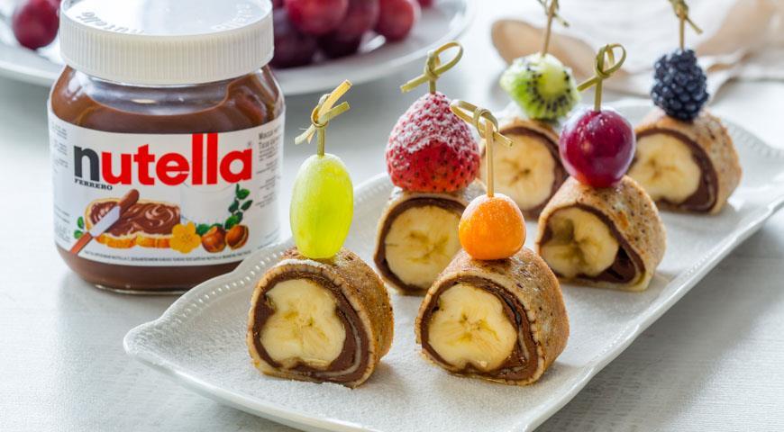 Рецепт Роллы из блинчиков с бананами и пастой Nutella®