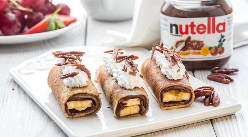 Рецепт Блинчики с бананами, взбитыми сливками и пастой Nutella®
